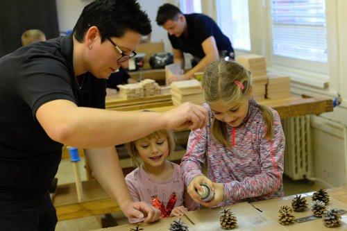 Jak si děti vyráběly věci ze dřeva